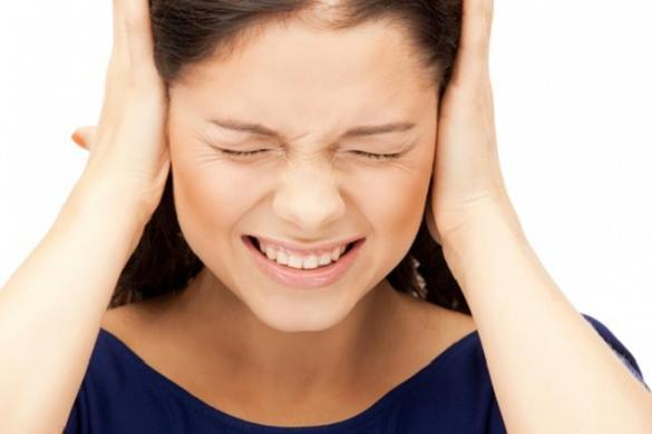 Почему болят уши