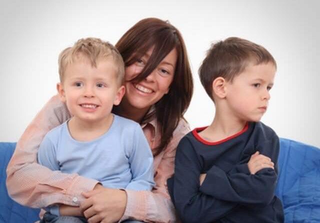 Как избавиться от ревности у ребенка?