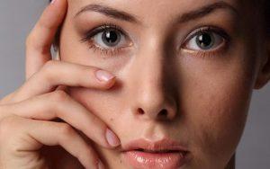 Мешки под глазами, причины появления и методы борьбы с ними