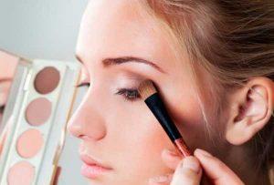 Как поправить макияж? Нанесения рассыпчатых теней