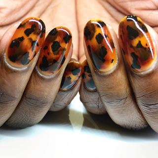 Черепаший маникюр на гелевых ногтях
