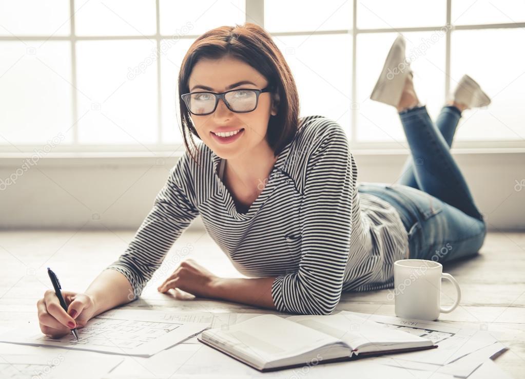 Как девушке найти новую работу