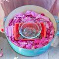 Розовая вода для лица в домашних условиях