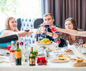 10 правил, как должны вести себя люди в гостях