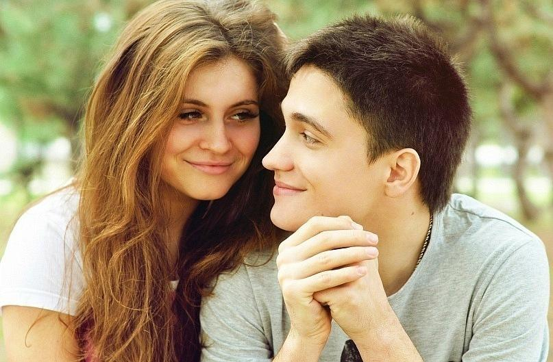 Девушка любит парня