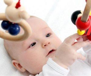 Какими должны быть первые игрушки малыша?