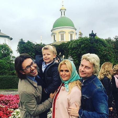 Малахов Андрей и его жена ребенок