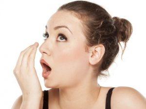 Неприятный запах изо рта, в чём причина?