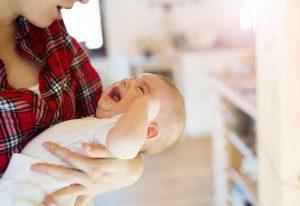 Как понять, когда новорожденному жарко, а когда — холодно?