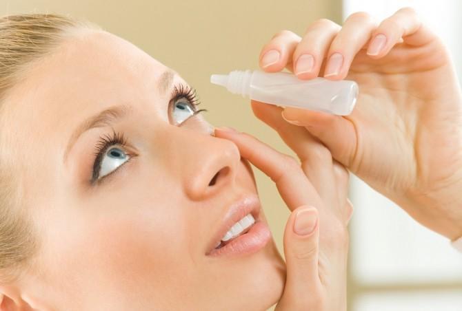 Как правильно закапывать лекарство в глаза?