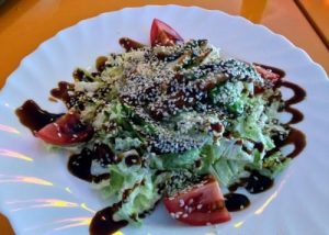 Салат с авокадо и угрем