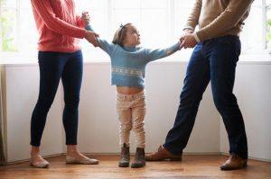 Кому остаются дети после развода родителей?