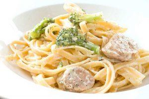 Феттучини с брокколи и итальянскими колбасками