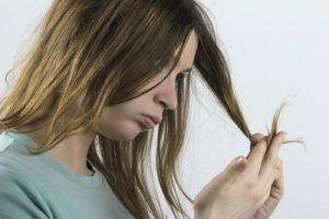 Не стоит сводить уход за жирными волосами к частому мытью