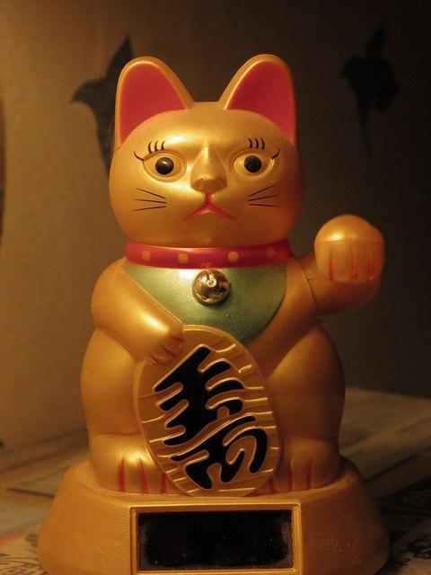 Японский символ удачи – котики Манэки-Нэко