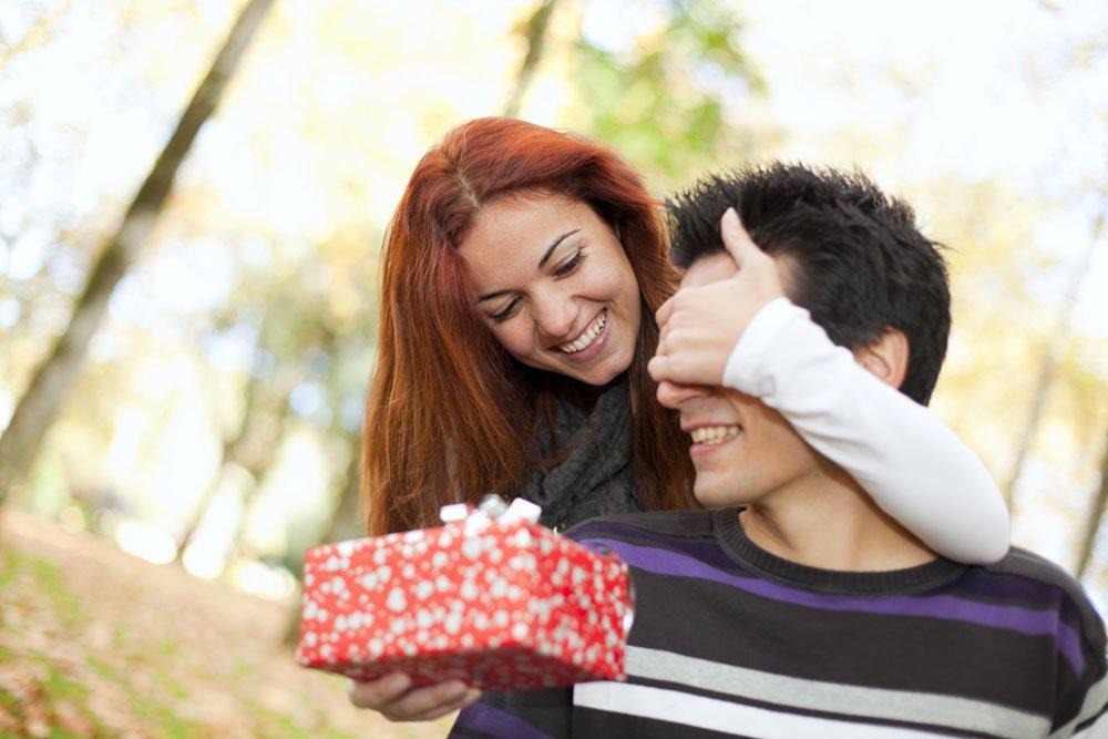Подарок дарить