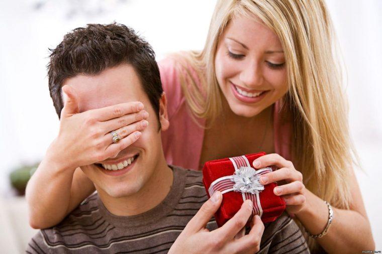 Какой подарок можно сделать мужчине на праздник?