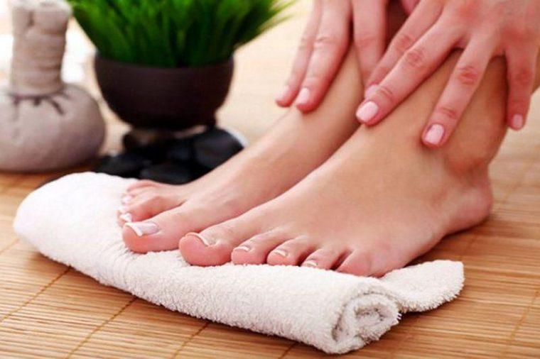 Уход за стопами ног в бане